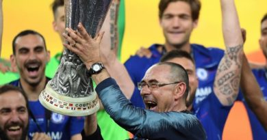 Sarri lift Europa league title