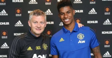 Rashford signs new contract