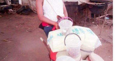 I-make-more-than-salary-earners-Lady-who-sells-food-using-wheelbarrow-4