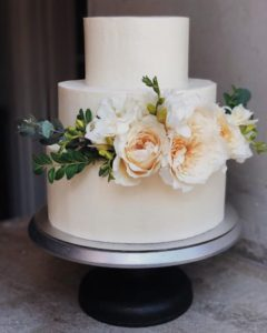 cream colored wedding cake